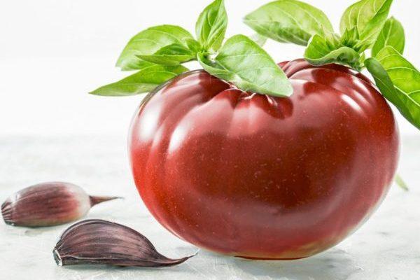 Домохозяйки относительным минусом считают невозможность консервировать эти помидоры целыми – крупные томаты не пролезают в горлышко банок. Кроме того, собирают этот сорт только полностью созревшим: если его сорвать «зеленцом», то он не покраснеет после этого, и не приобретёт своего замечательного вкуса.
